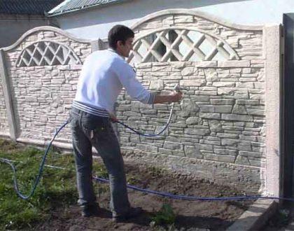 Чем красить бетонный забор?