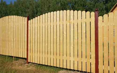О чем стоит помнить, выбирая деревянный забор