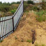 Забор из евроштакетника на склоне