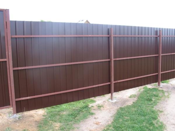 Забор из профлиста (коричневый)